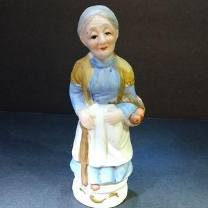 Figurine  Granny